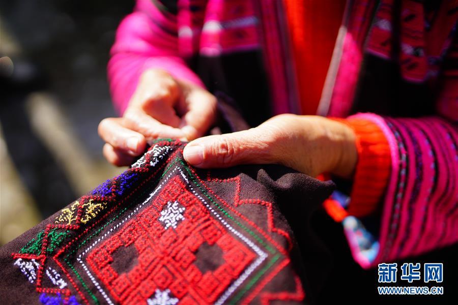 #(社會)(4)廣西龍勝:紅瑤服飾美  代代傳技藝