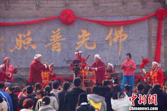 作为极富中国传统韵味的文化庙会,正以其热闹、喜庆、团圆等特色受到越来越多的人们的欢迎。普救寺景区供图