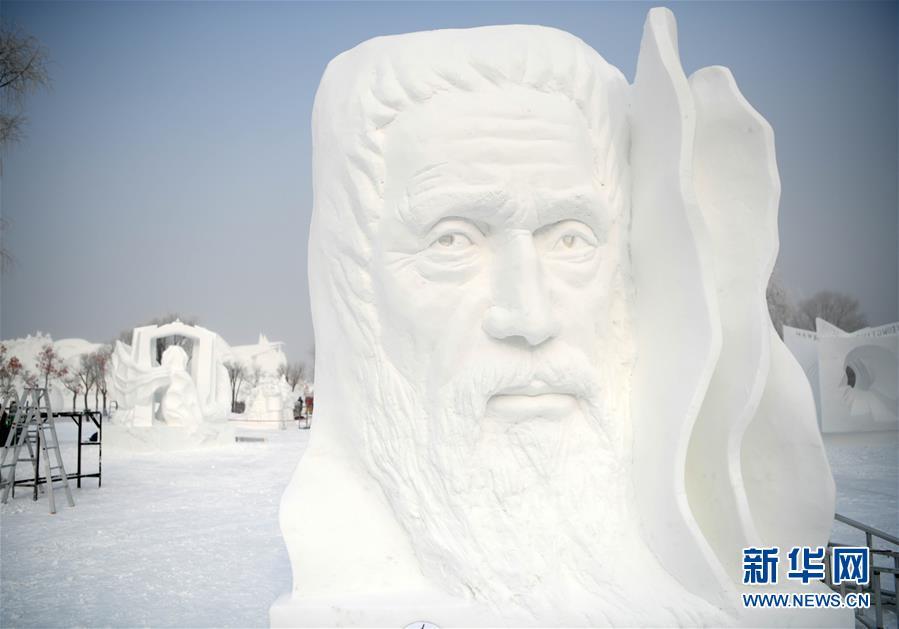 1月13日,第二十四届哈尔滨国际雪雕比赛在哈尔滨太阳岛雪博会园区